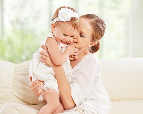Kız Annesi Olmak Hayat Boyu Sürecek Bir Dostluk Kazanmaktır