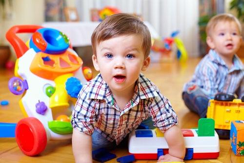 Bebeklerin Motor Becerilerini Geliştirmelerine Nasıl Yardımcı Olabiliriz?