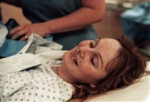 doğum öncesi gülümseyen anne