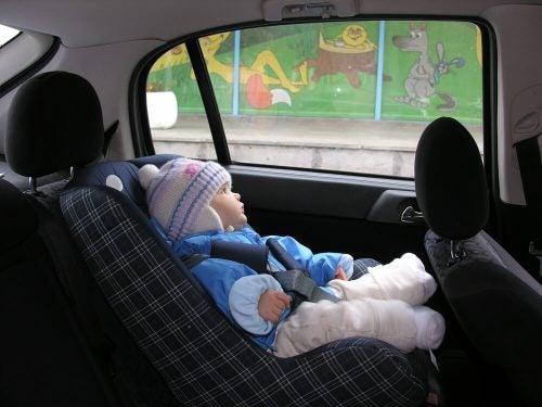 Neden Çocuğunuzun Montu Üzerindeyken Aracınıza Oturtmamalısınız?
