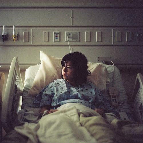 hastanede doğum öncesi bekleyen anne