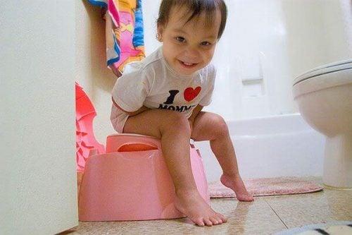 Bir Çocuğa Tuvalet Eğitimi Nasıl Verilmeli