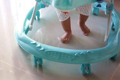 Yürüteç Bebeklerin İlk Adımlarının Düşmanı mıdır?