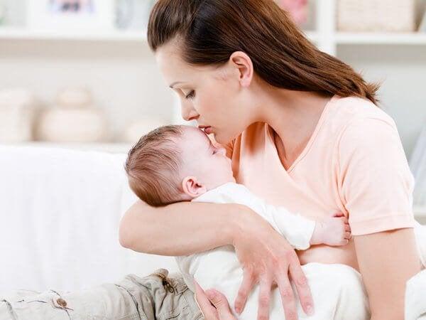 Neden Bebeğiniz Kucağınızda ya da Kollarınızda Olmalı