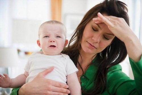 başı ağrıyan anne