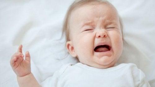 ağlayan bebek fotoğrafı
