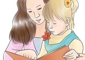 kızıyla kitap okuyan anne
