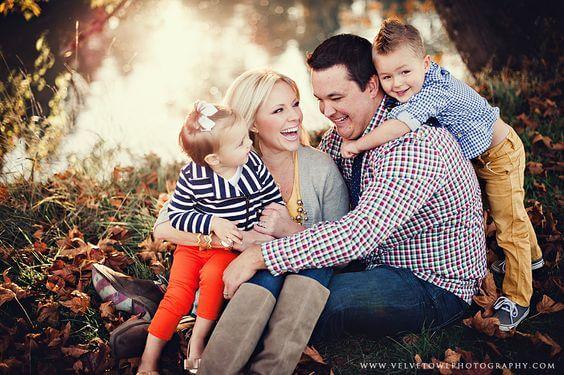 ağacın altında aile