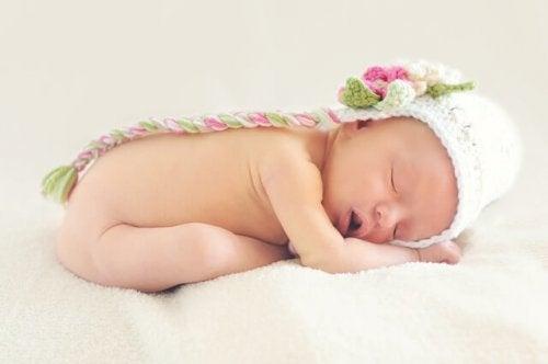 beresiyle uyuyan bebek