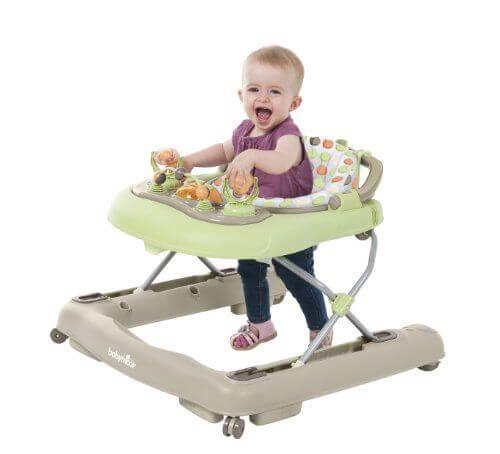 sandalyesinde bebek