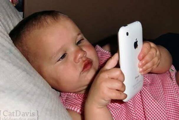 iPad ve Akıllı Telefonların 2 Yaş Altı Çocuklar Üzerindeki Etkisi