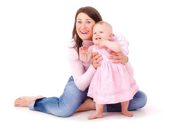 kostüm giymiş bebek ve annesi