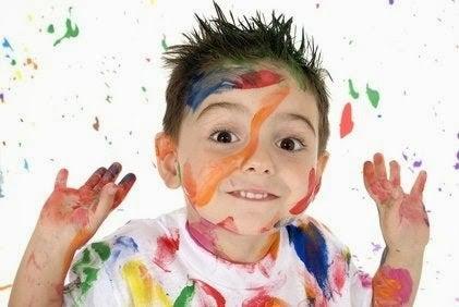 boyama yapmış çocuk