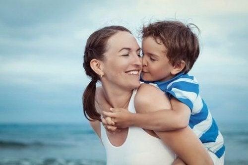 Anne ve Çocuk Kumsalda