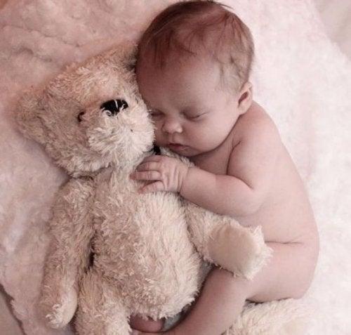 Sevgili Anneciğim, Sizi Geceleri Uyandıran Bebeğinizden Bir Mektup