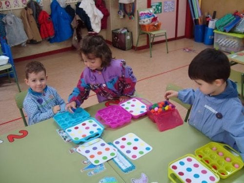 oyun oynayan çocuklar