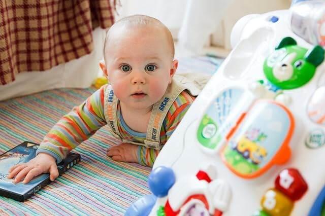 oyuncakları ve bebek
