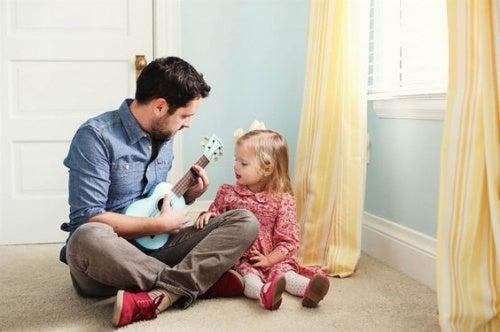 baba kızına gitar çalarken