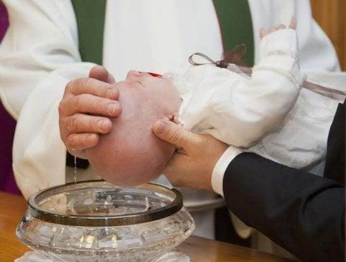 vaftiz edilen çocuk