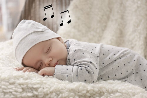mışıl mışıl uyuyan bebek