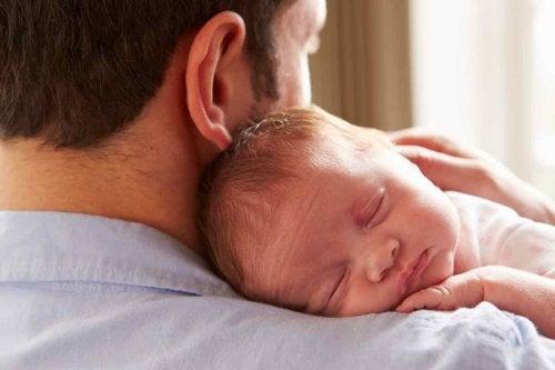 baba ve yenidoğan bebek