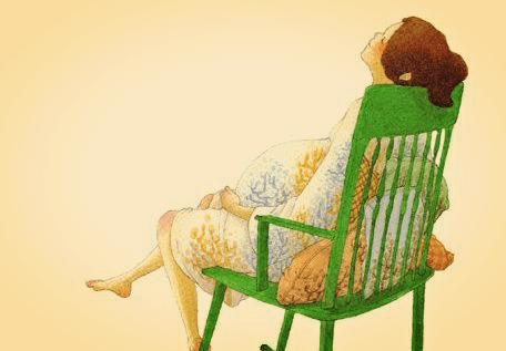sandalyede oturan gebe kadın