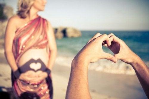 kumsalda romantik çift