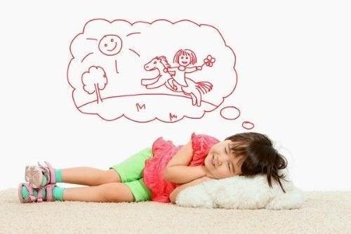 rüya gören kız çocuk