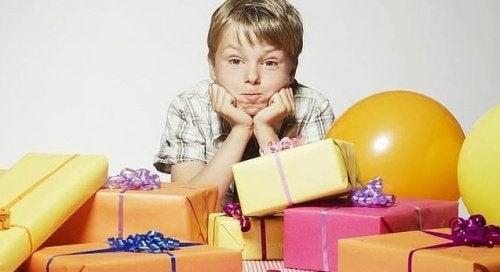 hediye paketleri ve çocuk