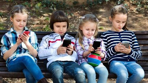 12 Yaş Altındaki Çocuklara Akıllı Telefonları Yasaklamak İçin 8 Neden