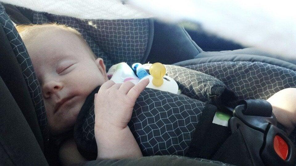 Yeni Doğmuş Bebeğiniz ile Seyahat Etmenin Püf Noktaları