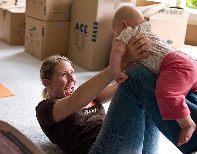 Bebeğinizin Öğrenme Güdüsünü Harekete Geçirmek için Onunla Oyun Oynayın
