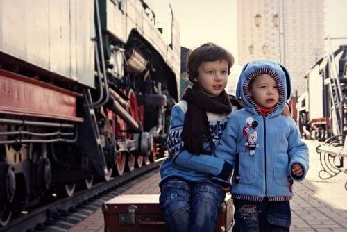 iki erkek kardeş çocuk