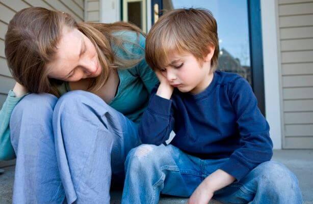 oğluyla konuşan anne