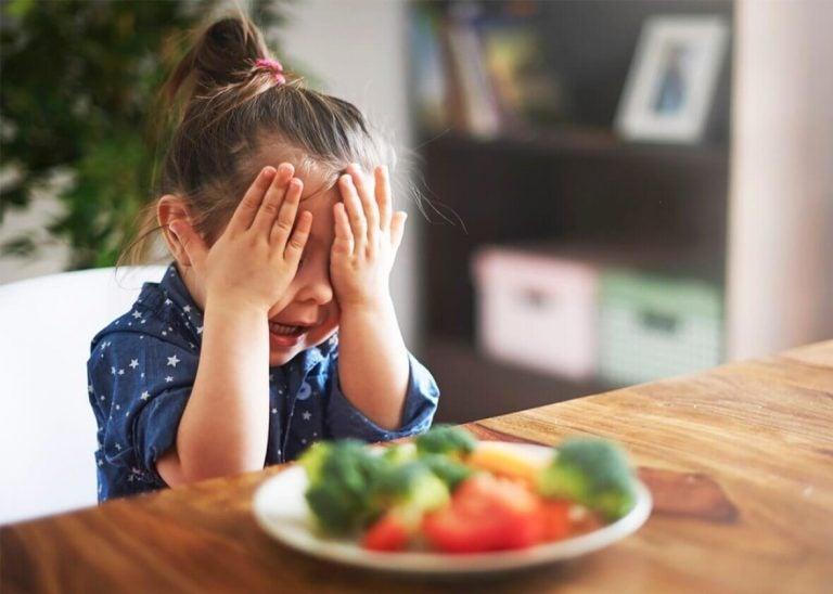sebze yemek istemeyen çocuk