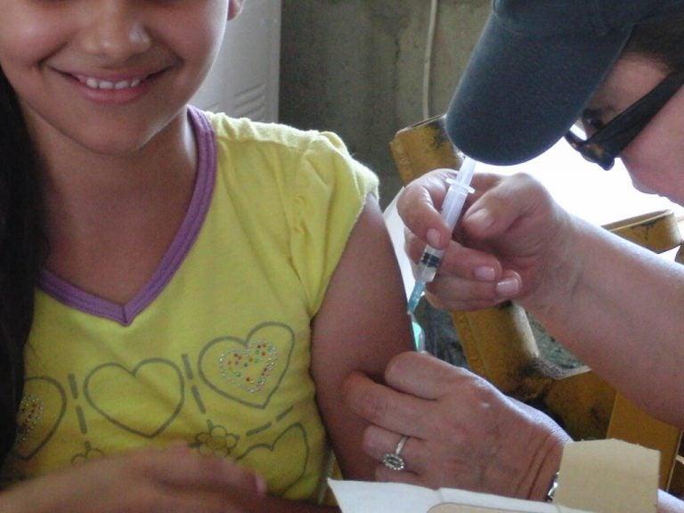 aşı olan kız