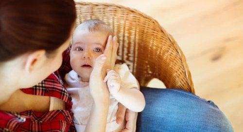 Bebeğinizin İlk Yere Düşmesi