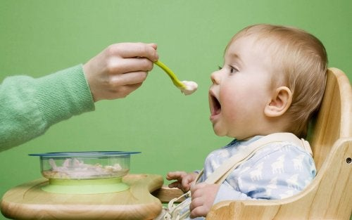 mama yedirilen bebek