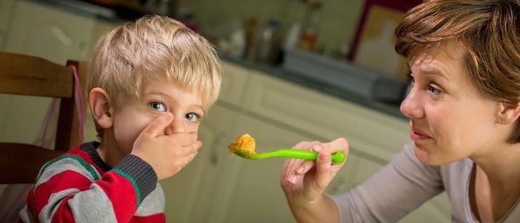 yemek yemek istemeyen çocuk