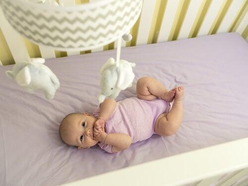 Bebek Hayatının Üçüncü Ayı: Hareket ve Duyuların Gelişimi