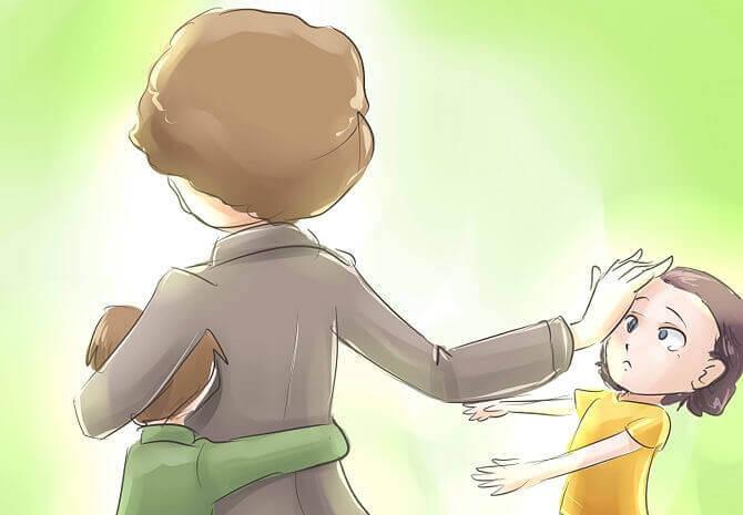 çocuğunu uzaklaştıran anne