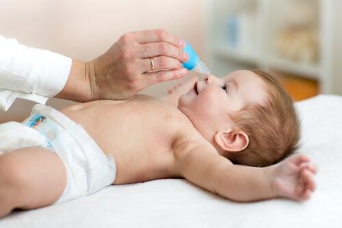 Bebeklerin tıkalı burnu nasıl açılır?