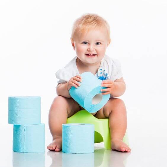bebek ve renkli tuvalet kağıdı