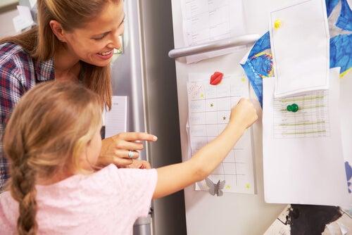 buzdolabı anne kız