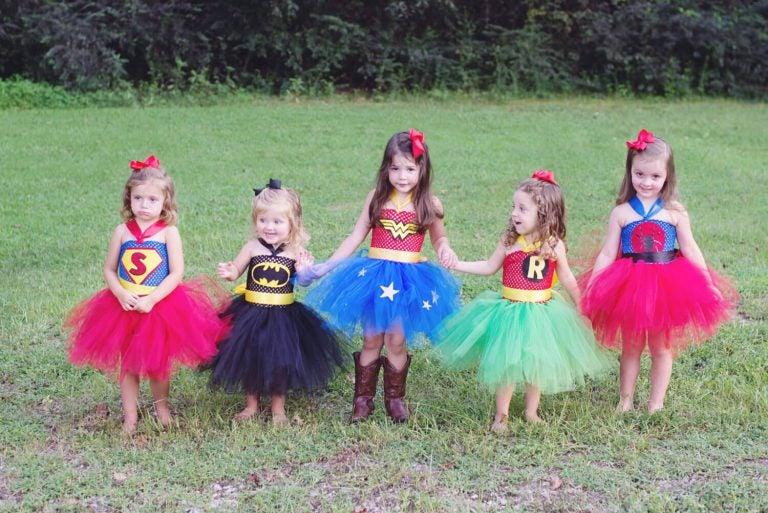 kostümlü kız çocukları