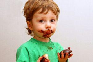çikolata yemiş çocuk