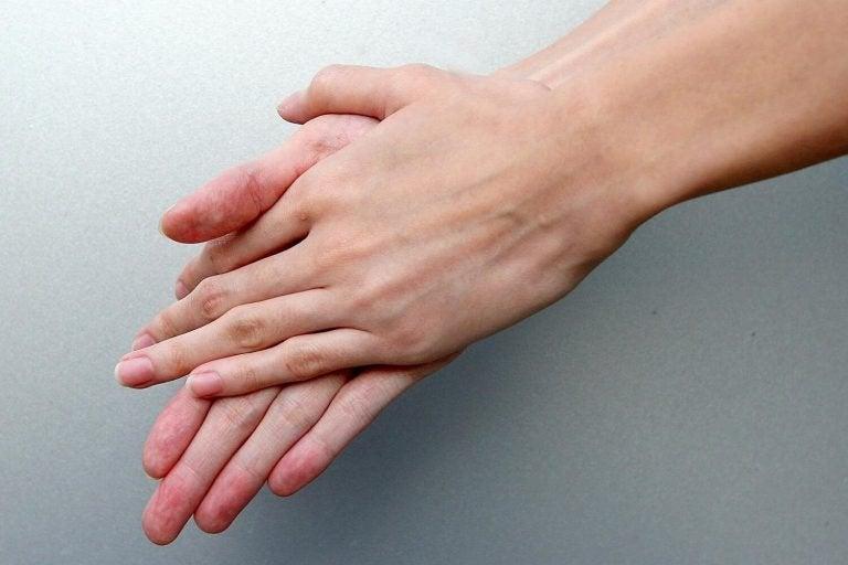 bir çift el