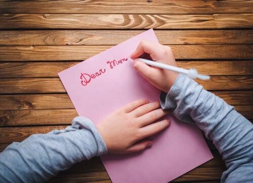 annesine mektup yazan kız