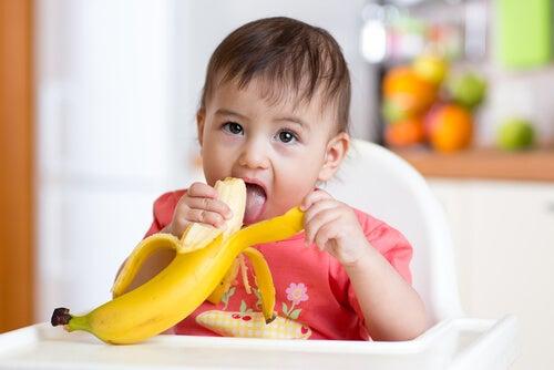 muz yiyeb bebek