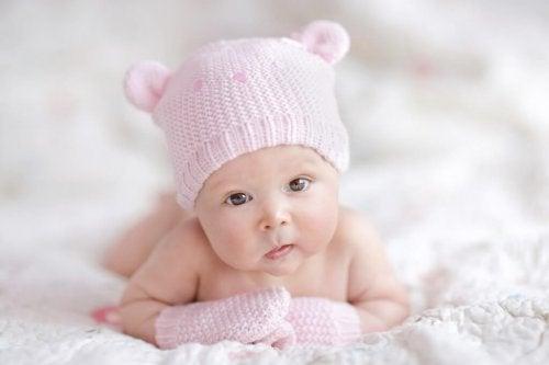 Yenidoğan İçin Hazırlıklar: Hangi Bebek Kıyafetleri Alınmalıdır?